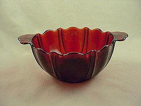 Oyster & Pearl Ruby Bon Bon Bowl